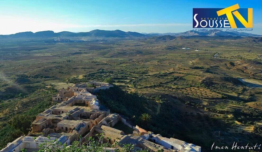 تكرونة قرية شامخة فوق الهضاب